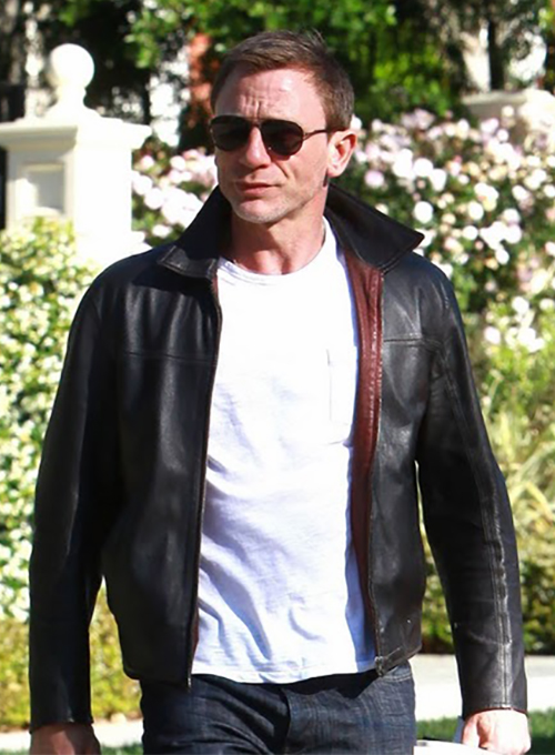 "*EXCLUSIVE* Hollywood, CA - British actor, Daniel Craig leaves a meeting this morning dressed in aviator shades and a black leather jacket, carrying a script and a copy of Tennessee Williams's very famous novel, ""Cat On a Hot Tin Roof"".  Could the current James Bond be looking for a new type of character or even possibly hitting the stage?